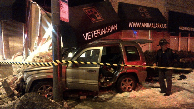 [CHI] Driver Blames Pothole For Vet Clinic Crash