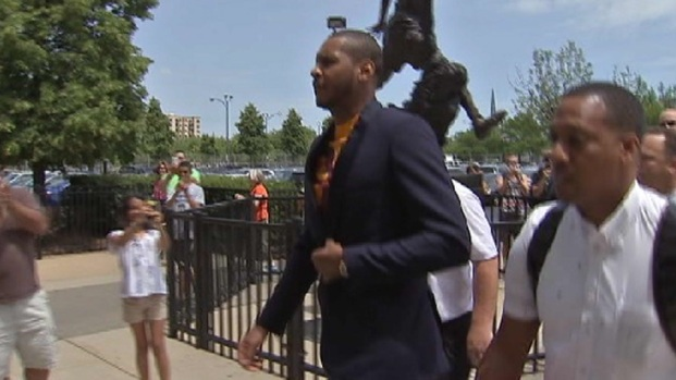 [CHI] Carmelo Anthony Hears Chicago's Pitch