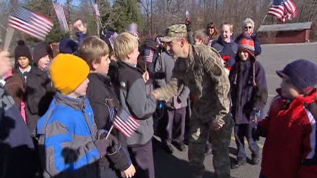 [CHI] Soldier Surprises His Kids, Students