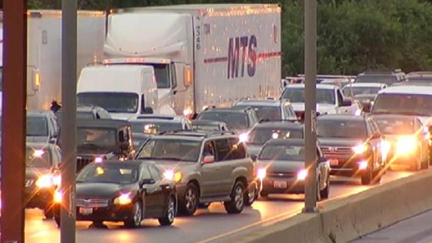 [CHI] Flash Flooding Closes Ike, Strands Motorists