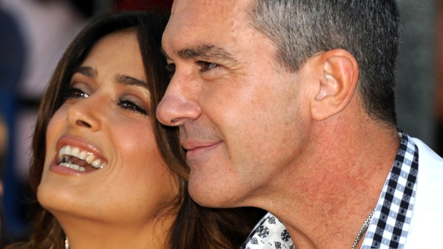 [NATL] Salma Hayek and Antonio Banderas Get Into A Cat Fight