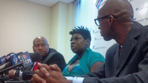 [CHI] Pregnant Woman Shocked with Stun Gun Sues Police