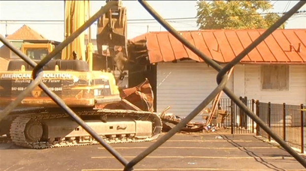 [CHI] CPS Demolishes Whittier Field House Despite Protests