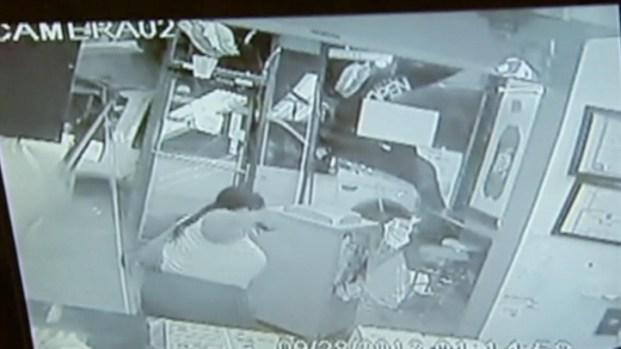 [CHI] SUV Crashes Into Restaurant, Drives Off