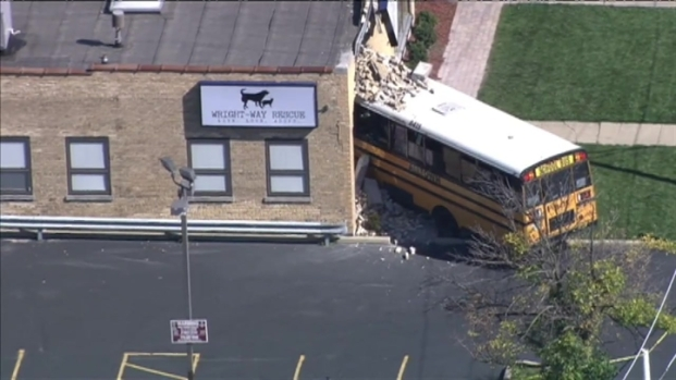 [CHI] Raw Video: School Bus Hits Animal Shelter in Niles