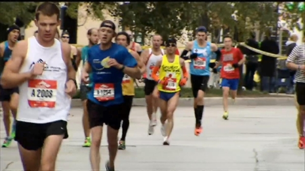 [CHI] Runners Gear Up For Chicago Marathon