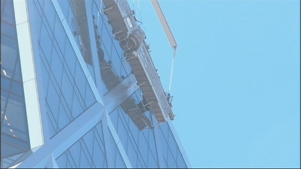 [NY] Worker Rescued from Dangling Scaffold Atop Hearst Tower