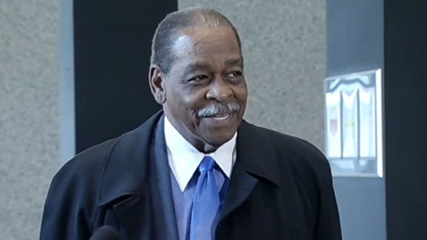 [CHI] Beavers Says He'll Testify in Tax-Evasion Trial
