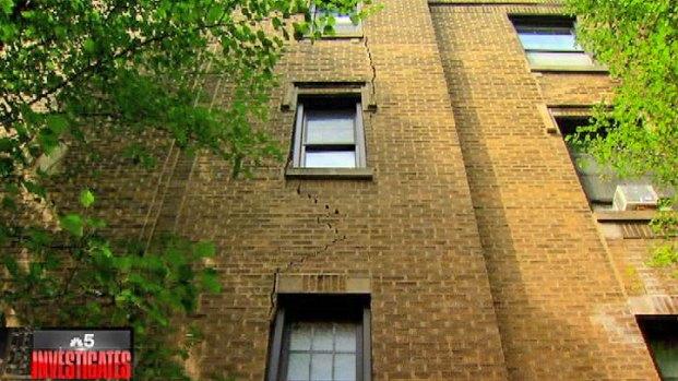 [CHI] Tenants Concerned About Three-Story Crack in Building