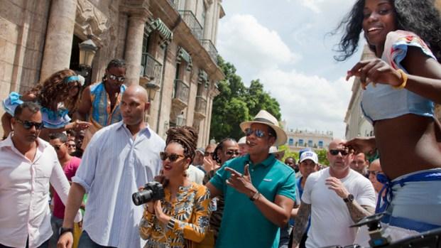 [AP] Watch: Beyonce, Jay-Z Mobbed in Cuba