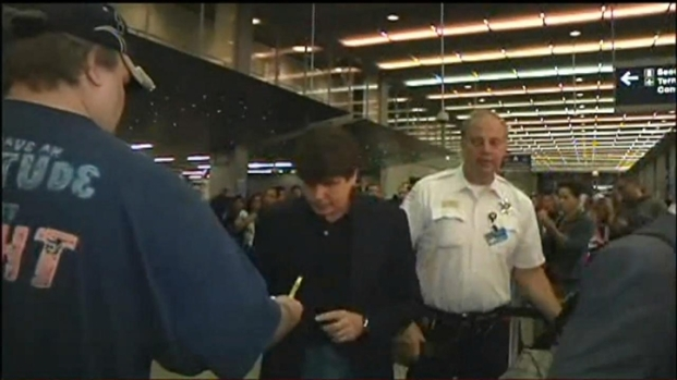 [CHI] Blago Signs Autographs at O'Hare