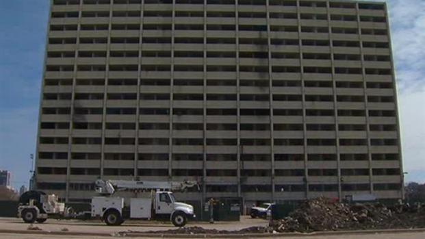[CHI] Demolition Begins on Last Cabrini Green High-Rise