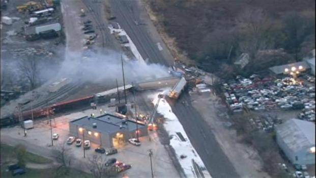 [CHI] Train Derail Cleanup Begins