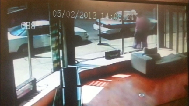 [CHI] Surveillance Video Shows Attacker, Victim