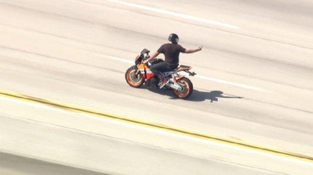 [NATL-V-LA] Raw Video: CHP Pursue Speeding Motorcyclist