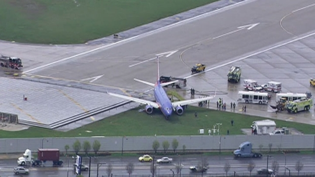 [CHI] Sky 5: Plane Slides Off Midway Runway