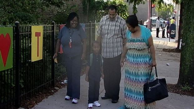 [CHI] Chicago Fathers Take Children to School
