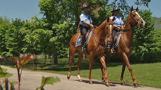 [CHI] Fallen Officers Honored By Mounted Patrol