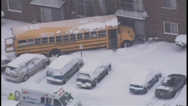 [CHI] School Bus Crashes Into Tinley Park Apartment Building