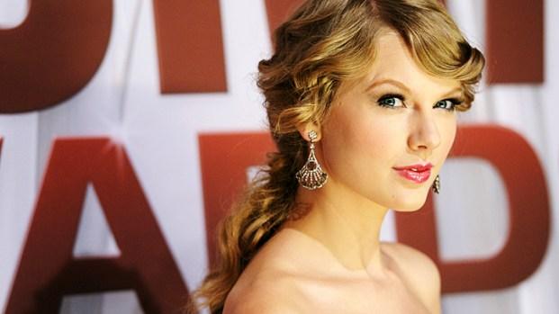 [NATL] Stars Shine at 45th Annual CMA Awards