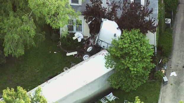 [CHI] Semi Crashes Into House, Kills Driver