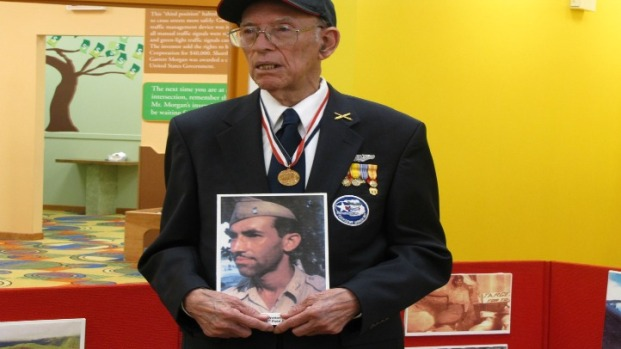 Tuskegee Airman visits the Bronzeville Children's Museum
