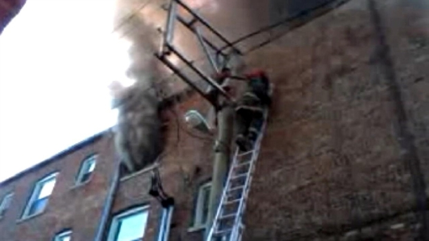 [CHI] Cell Video: Chatham Apartment Building Blaze