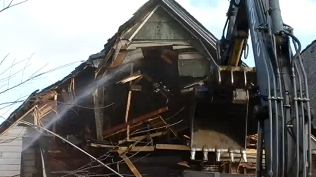 [CHI] Time-Lapse: Crews Demolish Drug House