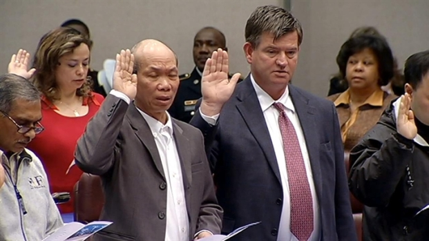 [CHI] 50 Chicagoans Become U.S. Citizens