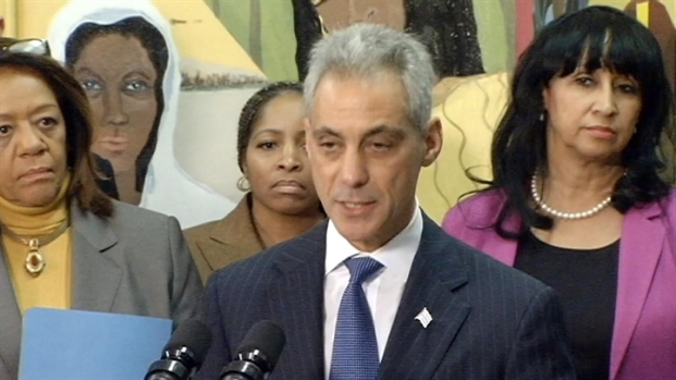 [CHI] Mayor Hands Out Principal Bonuses