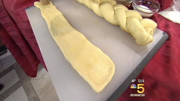 [CHI] Bake a King Cake for Mardi Gras