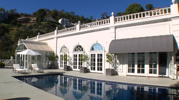 Experience Hollywood Glamour Living