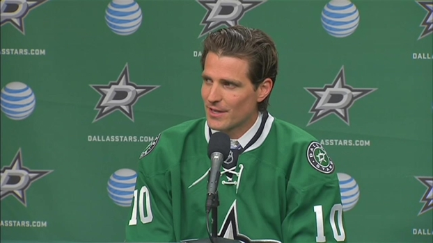 Patrick Sharp Dons Dallas Stars Jersey for First Time