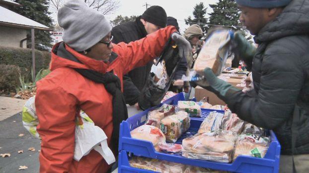 Chicago-Area Community Ensures Thanksgiving Spread For Vets