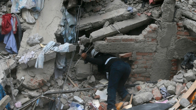 Scores Killed as 7.1 Magnitude Quake Fells Buildings in Mexico