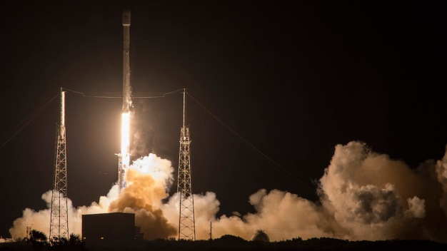 SpaceX Postpones Rocket Launch, Attempted Landing