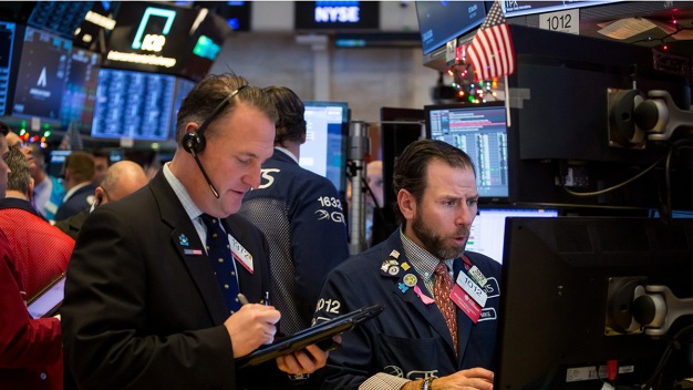 Dow Drops More Than 500 Points to Cap Wild Week on Wall St.