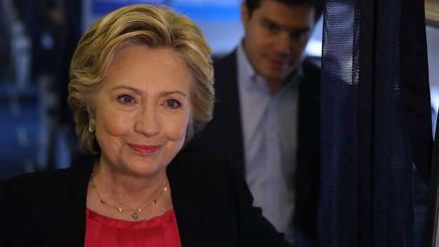 Clinton Wins Applause in NC for Debate Performance