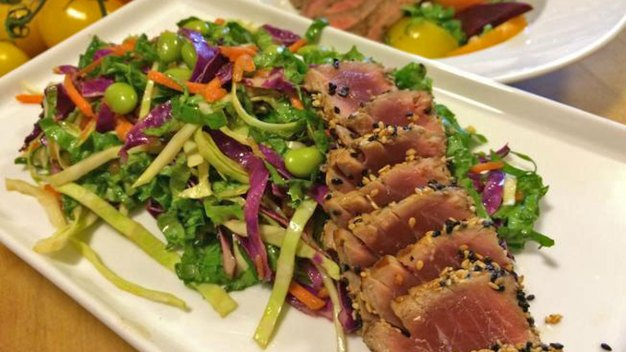 Wayne's Weekend: Entree Salads With Tuna or Steak