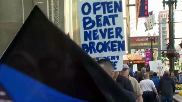 CPD Protests Mayor Emanuel at Meeting