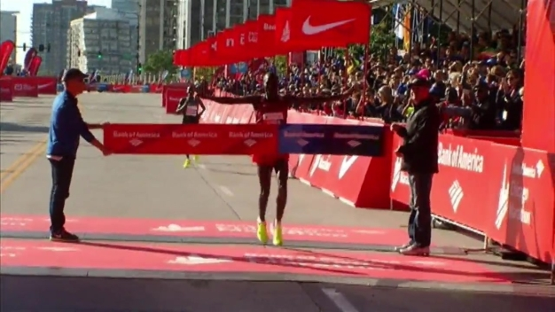 Abel Kirui Does Victory Dance at Chicago Marathon Finish Line