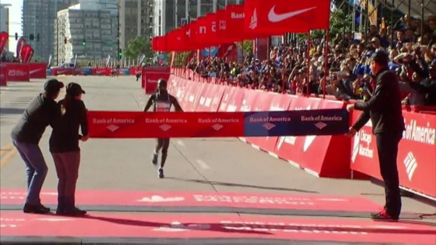 WATCH: Kiplagat Crosses 2016 Chicago Marathon Finish Line