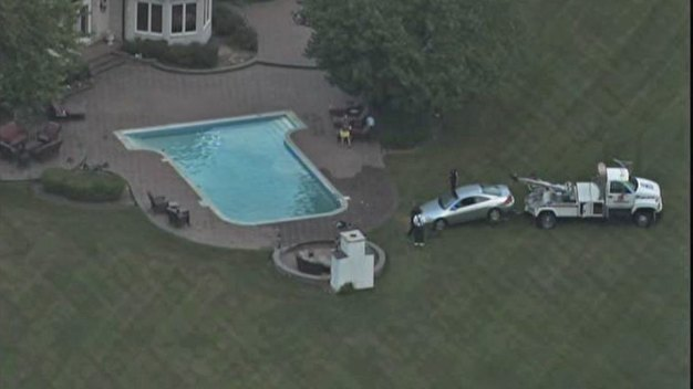 Car Pulled From Barrington Hills Pool