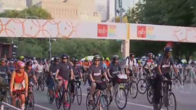 Hundreds Participate at 17th Annual 'Bike the Drive' Event