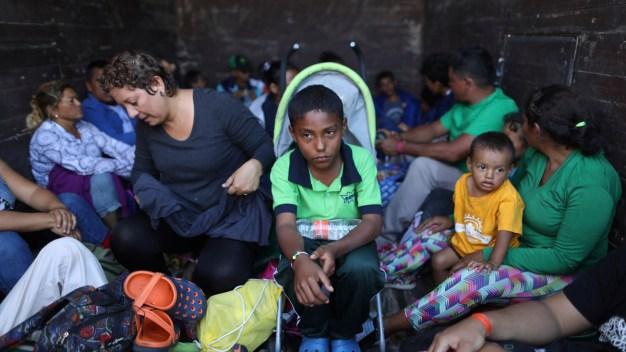 Migrant Caravan Groups Arrive by Hundreds at US Border