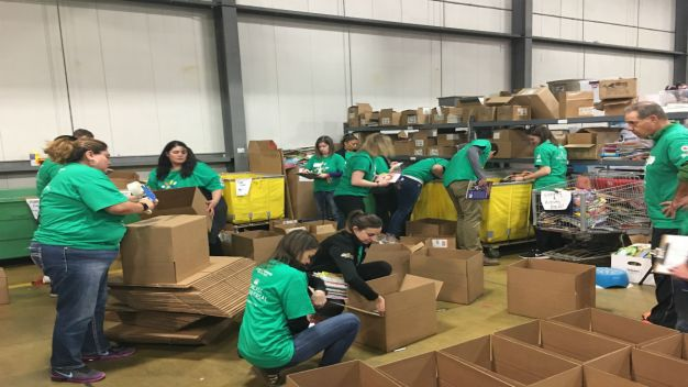 Chicago Volunteers in Comcast Cares Day 2018