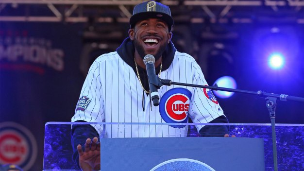 Dexter Fowler Brings President Obama a Special Gift