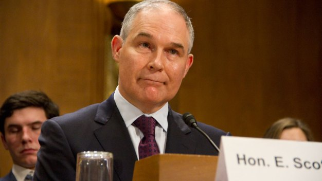 Trump Admin Orders EPA Contract Freese, Media Blackout