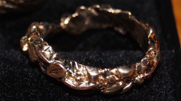 Chicago Woman Offering $1K to Finder of This Ring