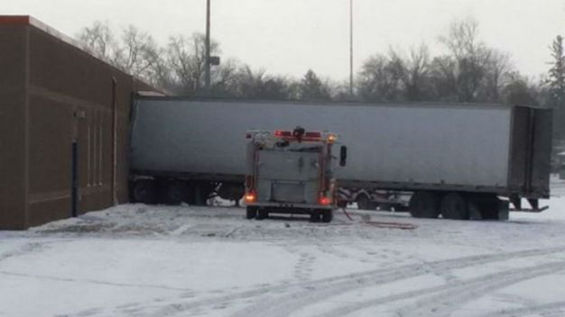 Semi Crashes Into School Hurting 4 People Including 3 Kids